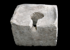 Ancient Toilet Gives Clue to the Past - Hot Issue