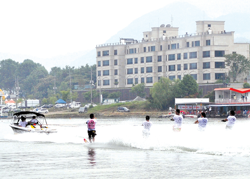 Water Skiing On The Bukhan River!0