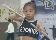 Chinese Girl With Exceptional Martial Arts Skills - World News