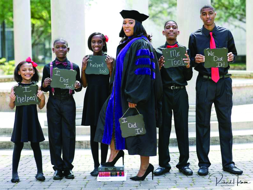 A Mother Of Five Graduates From Law School With Help From Her Kids0