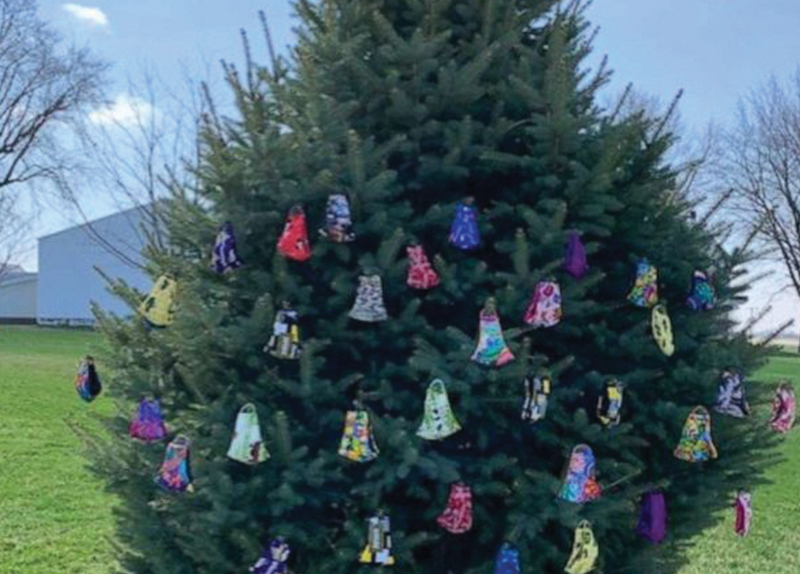 Woman Makes a 'Mask Tree' to Help People3