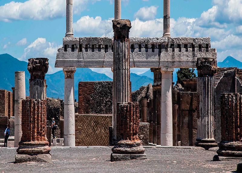 Pompeii's Cursed Artifacts0