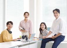 The Surprising Benefits of 'Weak-Tie' Relationships - Special Report