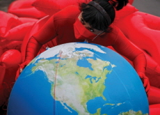 Kiss the Earth - Photo News
