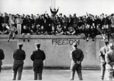 The Rise And Fall Of The Berlin Wall - Korea & World Past