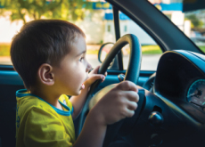 Officer Pulls Over 5-Year-Old Driver - World News I