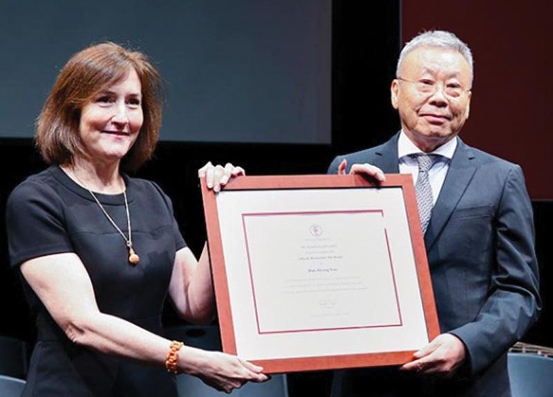 Yoo Duk-hyung: First Korean Wins Rockefeller Award0