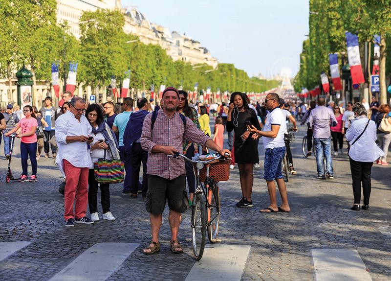 Paris Cuts Cars To Cut Pollution
