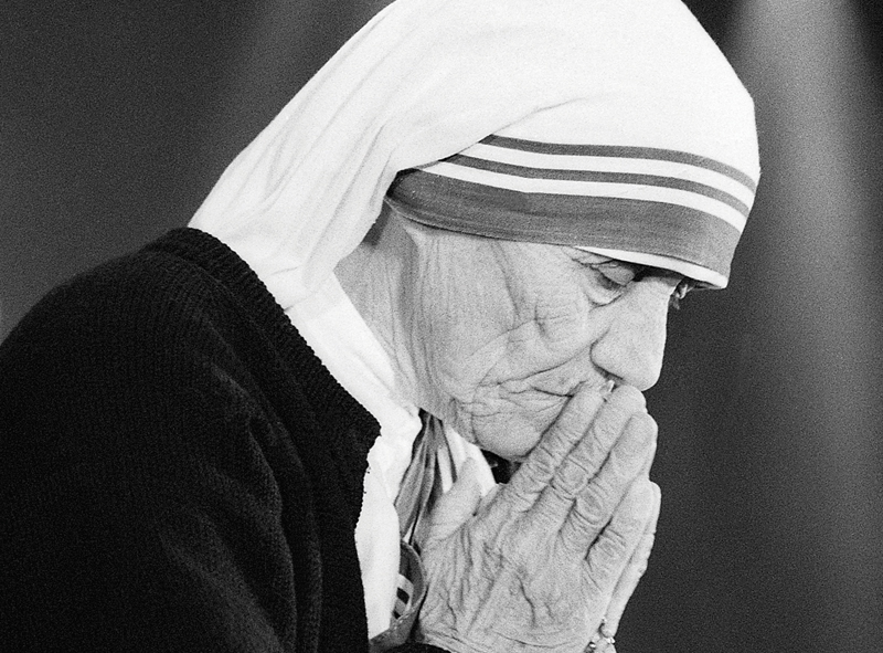 Mother Teresa Is a Saint! - Newsfeed