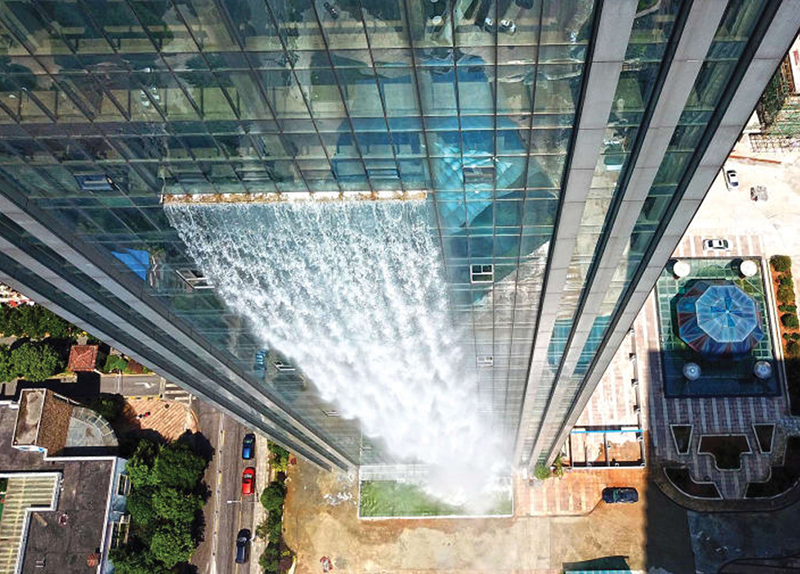 A 108-M-Tall Artificial Waterfall - World on the Move